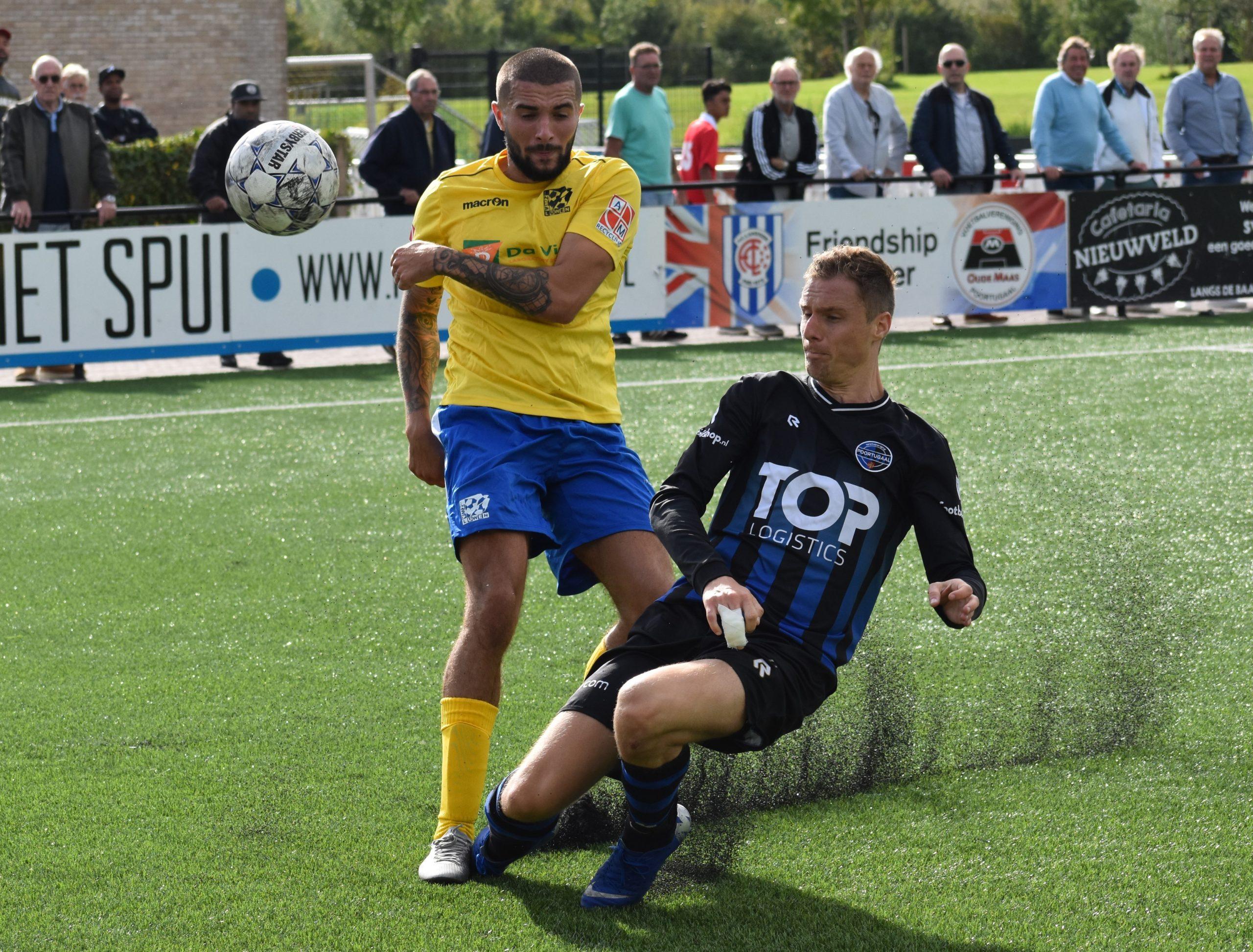 Niels Versteege doet ook zijn verdedigende werk (Foto: Michel Feenstra)